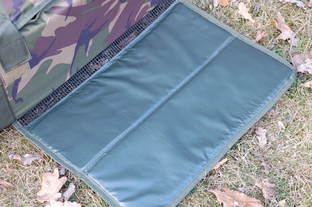 GIANTS FISHING Podložka Unhooking Mat Carp Camo